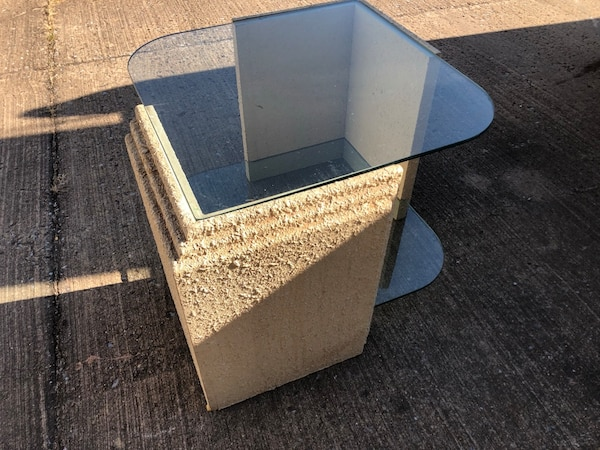 Very unique end table 33ed9523-007d-4033-b2f9-854f85c407f9