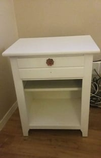 Heavy bedside/chair side table with drawer/shelf Austin, 78703