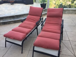 2 chaise lounge chairs tanning bed