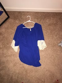blue and white scoop-neck elbow-sleeved blouse 537 mi