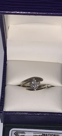 Wedding/engagement ring