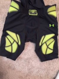 Black and green under Armour girdle set  Hagerstown, 21742