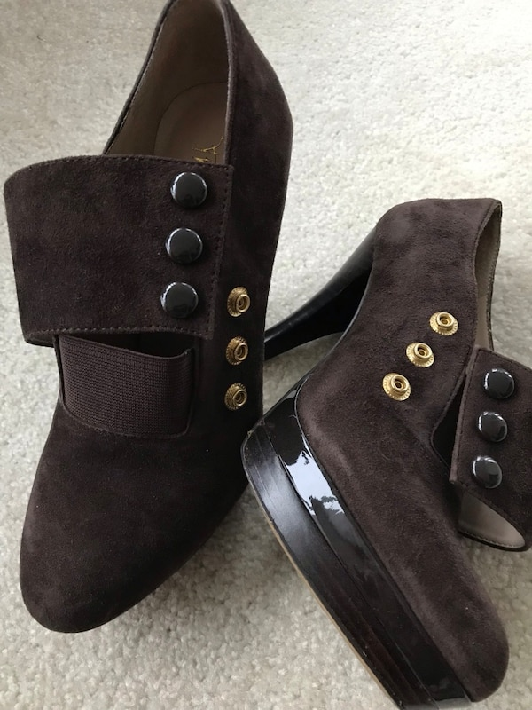 Suede boots /heels  size 6 1/2 2759d3f2-7be2-4566-a0f0-234577e97b75