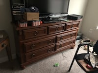 Selling my wood dresser Lebanon, 37087