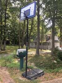 Basketball hoop  South Chesterfield, 23834