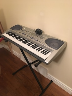 White and gray electronic keyboard
