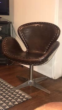 brown wooden framed brown leather padded armchair Frederick, 21701