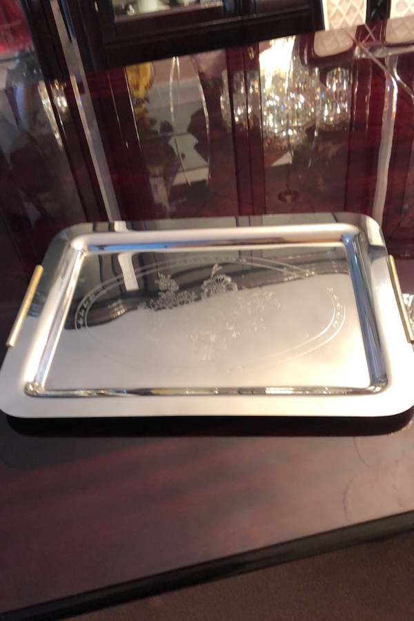 Stainless steel tray with gold handles 8a594654-cf1a-42c4-904b-9001bf2abd6a