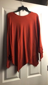 Super soft Poncho worn once very comfy and fits most