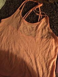 Spaghetti strap peach colored shirt worn a few times couldn't fit really good  Saint Paul, 55106