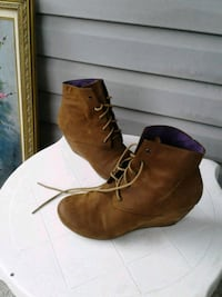 pair of brown suede wedge booties Surrey, V3R