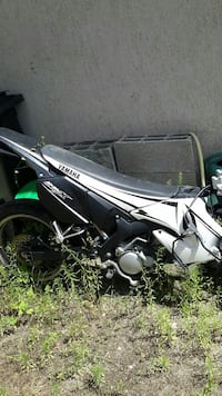 50cm2 yamaha 2007 accidenté que de l'avant + piece