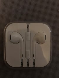 Apple Earbuds Brand New 2311 mi