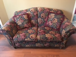 2 loveseats in very good condition