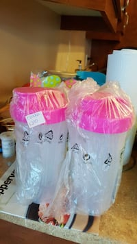 two white plastic containers with pink plastic lids Laval, H7G 0A3