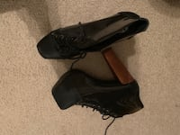 Pair of black leather shoes Alexandria, 22305