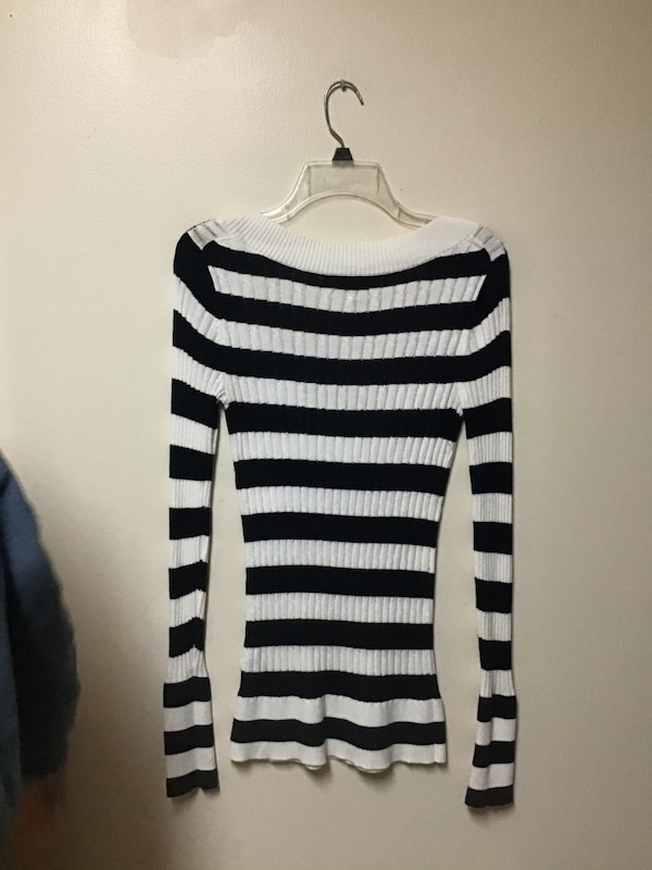 Women's EXPRESS Navy/off white horizontal striped V-neck sweater-small c3124456-e020-4ab9-8822-0c8ee74e1dfe