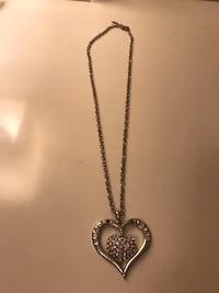 Long chain big heart necklace missing 2 stone 3743 km