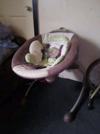baby's pink and white bouncer Stockton, 95203