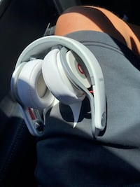 White and gray corded headphones Los Angeles, 91042