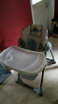 baby's white and gray high chair Saint-Hyacinthe, J2R 1Y6