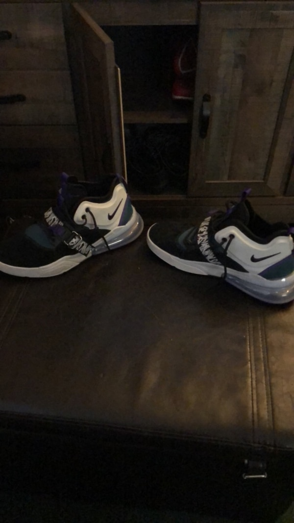 c6082540709 Used pair of black-and-white Nike running shoes for sale in San Antonio -  letgo