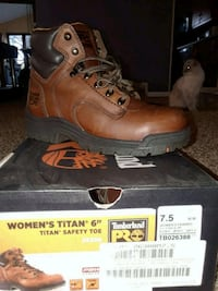 pair of brown Timberland work boots with box 326 mi