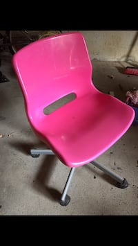 Pink office chair Vaughan, L4L 4E7