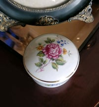 Hollohaza Hungary porcelain trinket box