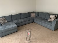 4 piece sectional with 3 pillows  Hillside, 60162