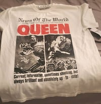 Official Queen T-shirt  size small nwt