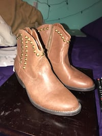 pair of brown leather boots Oshawa, L1H 6H5