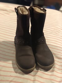 Brown UGG Boots Size 4 Like NEW Kingston, 12401