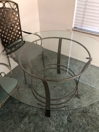 round glass top table with black metal base Bakersfield, 93311