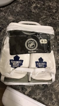 EUC with box ROBEEZ NHL licenced booties for 18-24 months Vaughan, L4H 0G5