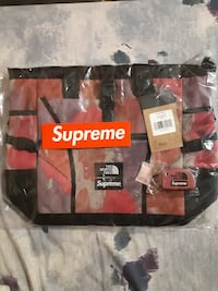 Supreme the north face multicolor tote bag with supreme key chain Vancouver, V5R 4V2