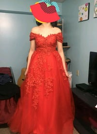Size 6 beautiful  red gown Calgary, T2A 5G1