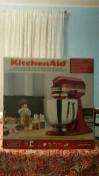 Kitchen Aid stand mixer never used  Toronto, M1P 1P1