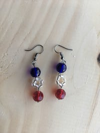 Pair of purple-and-red hook earrings Jersey City, 07306