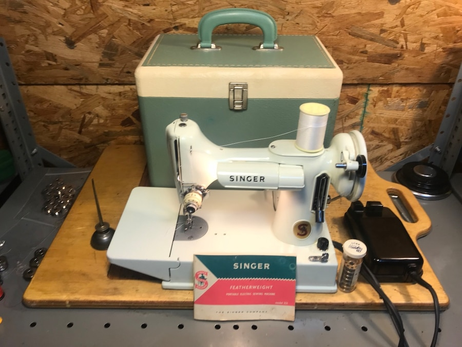 used 1963 white singer featherweight 221k sewing machine case rh us letgo com Singer Featherweight Sewing Machine singer featherweight 100 manual
