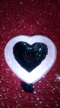 Pink heart , with heart jewel..free whith purchase Toronto, M5B 2P2