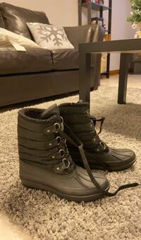 Black Winter/rain boots in very good condition.  Toronto, M3H 2M2