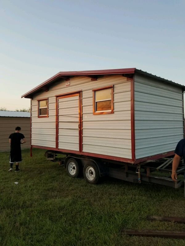 Portable building transporting 3