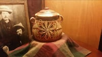Mexican pottery container /W lid Wilson, 67490