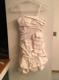 Beautiful off white strapless dress. Size 5 Howell, 07731