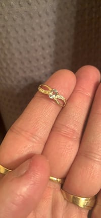 10k gold ring with topaz  Toronto, M1R 1P4