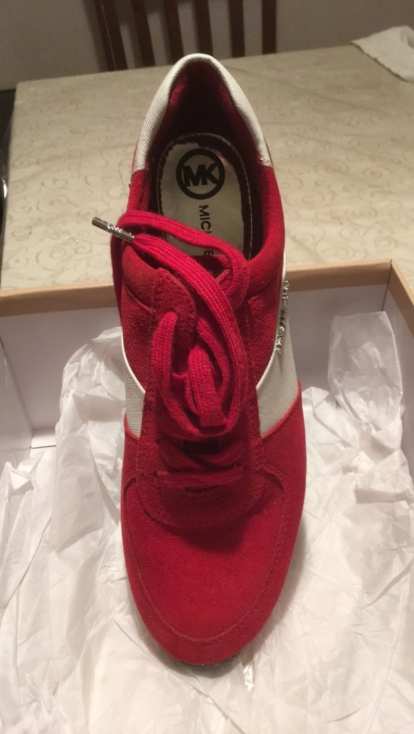 59ef25b8db452 Used unpaired red Nike Air Max shoe for sale in Yonkers - letgo