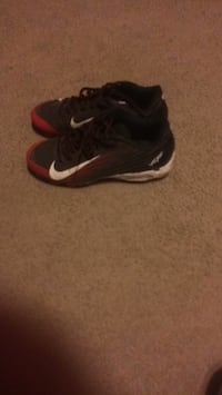 pair of black-and-white Nike basketball shoes Ball, 71405