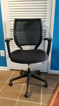 Rolling desk chair, great condition Alexandria, 22304