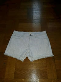 kvinnors vita denim shorts